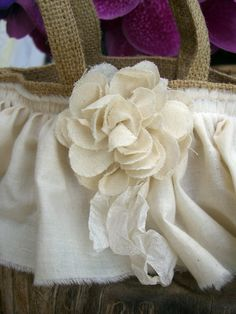 flower girl basket (this is a must try for my sister in laws and brothers wedding)