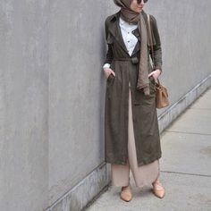 Young tuxedo office combination Source by Long Vest Outfit, Casual Hijab Outfit, Vest Outfits, Hijab Chic, Ootd Hijab, Street Hijab Fashion, Abaya Fashion, Islamic Fashion, Muslim Fashion