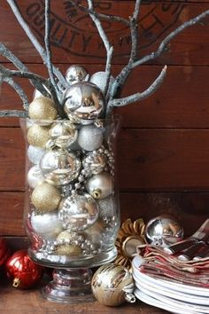 Homemade Christmas Table Decorations | Decorate your table or buffet table with a homemade centerpiece