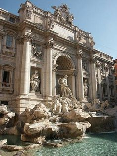 Summer Sight to See: Trevi Fountain ~ Rome, Italy. I will have my Lizzie Mcguire movie moment. :)