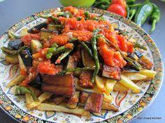 Mijn mixed kitchen: Domates soslu karışık kızartma (gemengde groenten met tomaten en knoflook)
