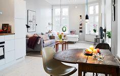 Color on the wall - Intérieur lumineux et agréable Surface habitable de 40 m2, ce charmant petit appartement situé dans un bel immeuble datant de 1800 ravie nos yeux par ses b