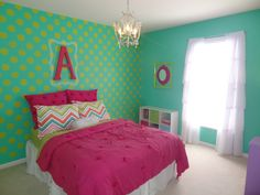 Adore this bright-colored polka dot accent wall in this #biggirlroom! {And we spy adorable bedding from @PBteen}
