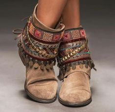 Bohemian style shoes are attractive as these are full of colors and have lots of attraction in them. Boho-chic style shoes are the real shoes that have comfort and shine in them. There is a wide range of different style shoes are available in the mar Bohemian Shoes, Boho Gypsy, Bohemian Design, Hippie Shoes, Bohemian Style Clothing, Bohemian Dresses, Bohemian Fashion, Botines Boho, Cute Shoes