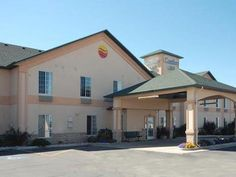 Evanston (WY) Comfort Inn United States, North America Comfort Inn is conveniently located in the popular Evanston area. The property features a wide range of facilities to make your stay a pleasant experience. To be found at the hotel are free Wi-Fi in all rooms, car park, laundry service, pets allowed. Some of the well-appointed guestrooms feature non smoking rooms, air conditioning, wake-up service, telephone, internet access – LAN (complimentary). The hotel's peaceful atmo...