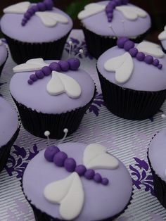 Dragonfly cupcakes - super cute
