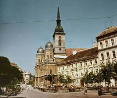 how did the synagogue in Bratislava look like... it survived WWII but unfortunately not the era that followed Bratislava, Big Ben, Barcelona Cathedral, Wwii, Survival, Europe, Mansions, House Styles, Building