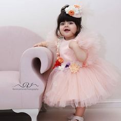 Image may contain: 1 person Cute Kids Photos, Cute Baby Girl Pictures, Baby Girl Images, Cute Little Baby Girl, Cute Girls, Cute Babies Photography, Baby Kiss, Cute Baby Wallpaper, Cute Baby Videos