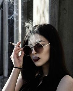Image discovered by Find images and videos about black, grunge and alternative on We Heart It - the app to get lost in what you love. Grunge Look, Women Smoking, Girl Smoking, Smoke Photography, Portrait Photography, Gothic Photography, Photography Studios, Photography Lighting, Maternity Photography