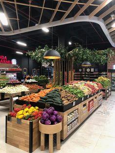 Fruit And Veg Shop, Vegan Food Truck, Produce Displays, Vegetable Shop, Fresh Market, Retail Store Design, Farm Shop, Grocery Store, Concept Shop