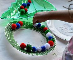 simple childrens christmas crafts | Christmas Crafts for Kids : Easy Christmas Wreath for toddlers