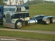 freightliner cabover pictures | classy-cabover-freightliner