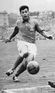 France 7 Paraguay 3 in 1958 in Norrkoping. Just Fontaine got his 3rd goal on 67 minutes to make it 5-3 in Group 2 at the World Cup Finals.