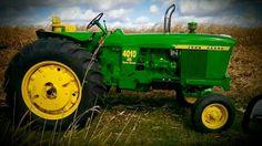 Old John Deere Tractors, Jd Tractors, Deer Girl, Mean Green, Vintage Farm, Farm Life, Farming, Nostalgia, Country