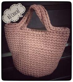 Rô Crochê : ** BOLSA CROCHÊ FIO DE MALHA ** Crotchet Bags, Best Purses, Crochet Accessories, Bag Making, Crochet Projects, Free Crochet, Straw Bag, Macrame, Purses And Bags