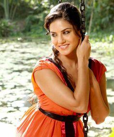 Deepa Mehta to produce documentary on Sunny Leone | News | Bollywood | Fundoofun.com