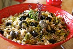 Here is a sumptuous and healthy pasta dish that could be served at any bistro or little French village restaurant. Leeks are very popular in French cuisine as well as mushrooms. Add Emmentaller or Gruyere cheese and it's pasta like you've never had.  www.deniebernier.com