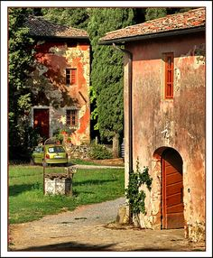 http://www.trekearth.com/gallery/Europe/Italy/Tuscany/Lucca/Lucca/photo930141.htm