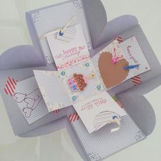 Explosion box,  caixa surpresa em scrapbooking, serve como mini álbum.