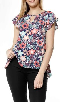 blusa con volados en el cuello - Dalkom Blouse Patterns, Blouse Designs, Sewing Blouses, Beautiful Blouses, Blouse Styles, Corsage, Chiffon Tops, Print Chiffon, Casual Outfits