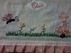 fralda boca trabalhada em patchcolagem, em tecido de algodão, detalhes flores de cetim,pérolas, bordado inglês, falso passa fita e bordado. Um item que não pode faltar no enxoval do seu bebê.