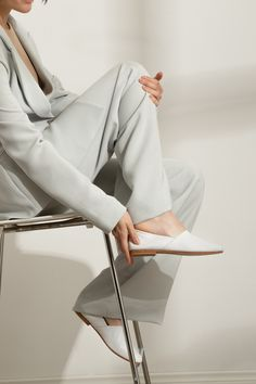 A simple luxury. Footwear for the discerning minimalist. An elegant flat fitted to the form of the foot for dare I say, comfort? Shoes Editorial, Editorial Fashion, Photography Bags, Fashion Photography, Minimal Shoes, Exclusive Shoes, Campaign Fashion, Shoes Photo, Fashion Poses