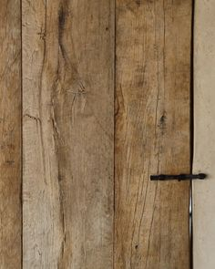 Who just fell in love with this wooden door?❤  It's made out of our wood; reclaimed oak to be precise. Rustic Wood Walls, Rustic Doors, Wooden Walls, Wooden Doors, Metal Walls, Barn Wood, Reclaimed Wood Walls, Rustic Interior Doors, Pallet Door