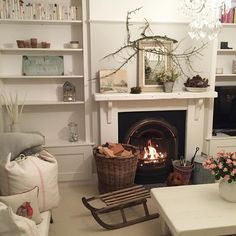 What's more, you should prepare your house for all your cheered guests. Rather than putting everything you like inside the room, Living Room Designs, Living Room Decor, Living Spaces, Small Cottage Interiors, Christmas Living Rooms, Home Board, Front Rooms, Vintage Christmas, Christmas Ideas