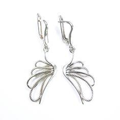 Kolczyki srebrne wkształcie skrzydełek - https://www.bizutik.pl/kolczyki-srebrne-wksztalcie-skrzydelek