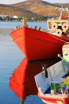 Fishing boats in Livadi, Serifos , Greece - photos by Santorini, Mykonos, Beautiful Islands, Beautiful World, Beautiful Places, Remo, Water Crafts, Greece Travel, Greek Islands