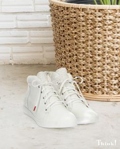 … weißer Sneaker - immer stylisch! 👟 Think, Pumps, Shoes Women, Lady, Sneakers, Fashion, Ladies Shoes, Women's Slingback Shoes, Tennis Sneakers