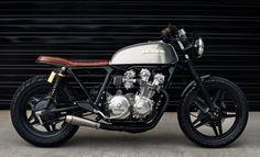 Cafe Racer Pasión — Honda Brat Style by Redeemed Cycles Cb750 Cafe Racer, Scrambler, Cafe Racer Build, Cafe Racer Bikes, Cb750 Honda, Motos Honda, Honda Cr, Yamaha 125, Brat Bike