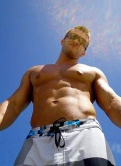 I bet Rob Gronkowski is a HUGE ass hole !I would make adorable Gronk babies with him Nfl Football Teams, Patriots Football, Rob Gronkowski Shirtless, Olympians, New England Patriots, Man Crush, Sexy Men, Hot Guys, How To Look Better