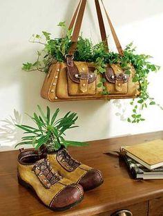 Riuso borse e scarpe per vasi