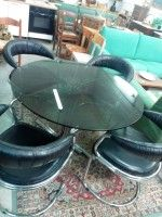 Usato, tavolino in vetro con 4 sedie, 200€Ps. IlMercatino dell'usato La Ruota Onlus, di via San Michele 15 - Gorizia, cf 91041700310, è