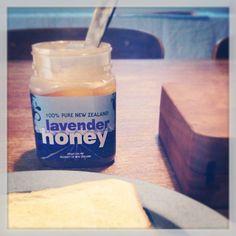 最近お気に入りのニュージーランド産のラベンダーハチミツ。コックリとした甘さの中にも爽やかなラベンダーの清涼感が癖になります。花粉症に嬉しい。 - @imayumi- #webstagram