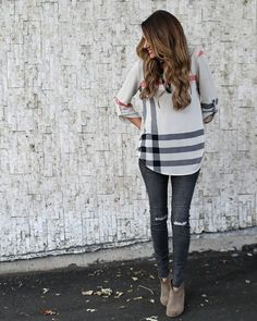 A lighter Knit fabric, perfect for Spring! A beautiful and chic designer inspired top with adjustable sleeve length and a beautiful cut for the perfect fit. Mad