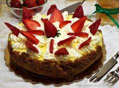Cheesecake ricotta e fragole, ci si incanta a guardarle si possono gustare sia cotte al forno come questa o semplicemente fredde. Sono dolci o dessert che..