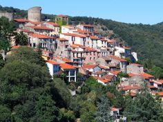 Palalda (Photo Luis Alonso Salvador) : c'est un vieux village de l'époque médiévale. Il a été construit en escaliers sur une butte, à 211 mètres d'altitude, surmontée par deux tours qui autrefois étaient attenantes au château. Son nom a été déformé : à la révolution, le village se nommait encore Palau en catalan.
