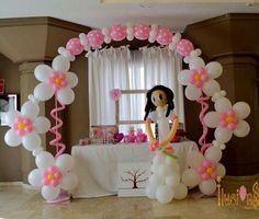 Algo sencillo Balloon Arrangements, Balloon Centerpieces, Balloon Columns, Balloon Arch, Candy Bouquet Diy, Balloons Galore, Balloon Display, Balloon Crafts, Balloons And More