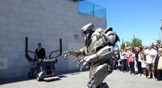 誰か日本に「TITAN THE ROBOT」を呼んでくれ! 世界中で大人気なイギリスのエンタメロボット | ロボスタ - ロボット情報WEBマガジン