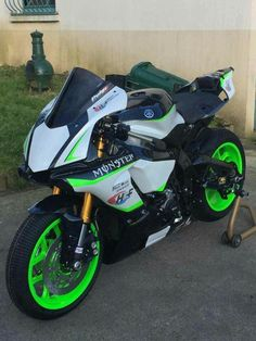 Yamaha Motorbikes, Yamaha Motorcycles, Yamaha Yzf R1, Custom Motorcycles, Cars And Motorcycles, Motorcycle Tires, Motorcycle Outfit, Custom Sport Bikes, Sportbikes