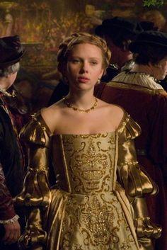 Scarlett Johansson as Mary Boleyn and Natalie Portman as Anne Boleyn: The Other Boleyn Girl stills part 2 Costume Renaissance, Renaissance Mode, Renaissance Fashion, Renaissance Dresses, Moda Medieval, Medieval Dress, Period Costumes, Movie Costumes, Girl Costumes