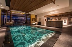 Indoor swimming pool luxus  elegantes berghütte design schlafzimmer teppich bett | Hausbüro ...