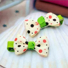 A pair of boutique double grosgrain bows hair clip in floral and polka dots print. Material: Cross Grain Ribbon, Metal Clip Condition: New with Tag Item #: C1200033