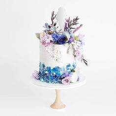 Blue cake by Cake In, Australia // website: https://www.cakeink.com.au/ #cakeink #bluecake #weddingcake #mermaidcake