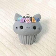 """694 Me gusta, 49 comentarios - Ariane (@amimiko95) en Instagram: """"Holaa!! Hoy os presento este Pusheen cupcake con otra de mis coronas . Hope you like this litlle…"""""""