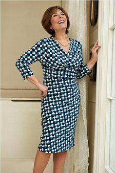Vestido envelope ou transpassado disfarçam estomago alto ou barriguinha saliente e são sempre elegantes!