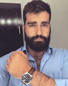 Ungroomed locks can make you really feel grubby and look older. Shaving your cream as Scruffy Men, Hairy Men, Bearded Men, Great Beards, Awesome Beards, Beard Styles For Men, Hair And Beard Styles, Costume Noir, Rides Front