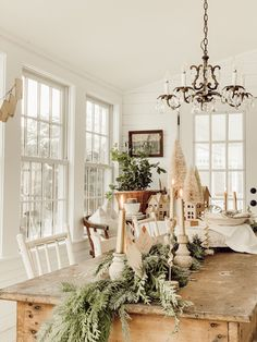 A Cozy Nostalgic Christmas Dining Room Farmhouse Dining Room Christmas Cozy Dining Nostalgic Room Farmhouse Christmas Decor, Country Christmas, Christmas Home, Farmhouse Decor, Christmas Dining Table Decorations, Farmhouse Style, Commercial Christmas Decorations, Christmas Mantles, Cottage Christmas